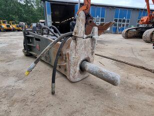 excavator dengan track HAMMER  RHB350 BA