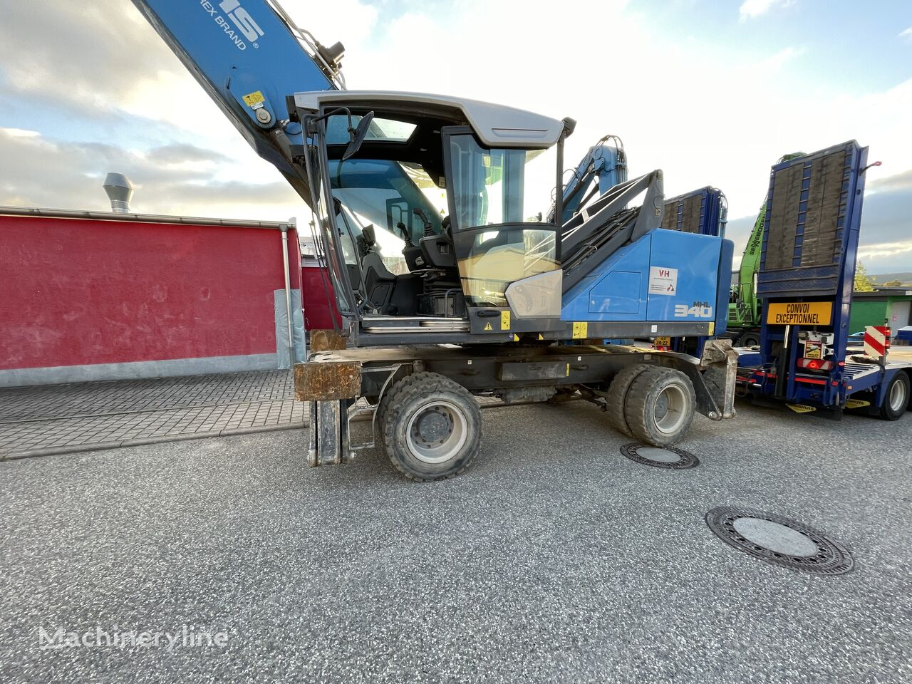 peralatan penanganan material FUCHS MHL 340