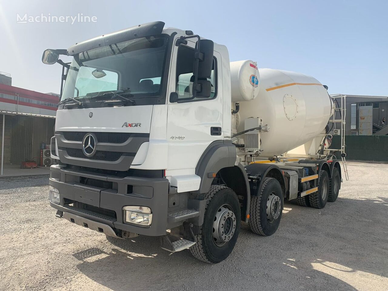 truck pencampur adonan beton NT Grup  dengan sasis MERCEDES-BENZ 4140